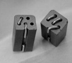 Feritový korálek s 5 otvory: SR5H2.5Ts-Schmid-M: Feritový korálek s 5 otvory: SR5H2.5Ts; 8,5x5,0x4,6mm; Turms 2,5; RDC 7,5 ; Impedance 10MHz-300; 50MHz-625; 100MHz-600